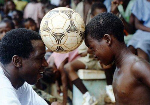 African FF: Ballon d'Or / Bando u.d. gold. Fußball