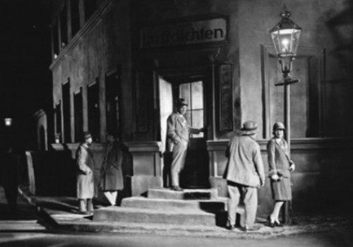 Stummfilm um Mitternacht: Unter der Laterne